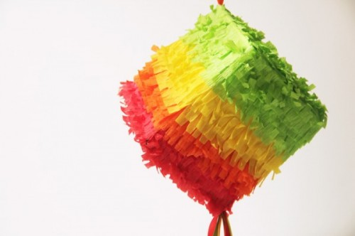 mini cinco de mayo pinatas (via studiodiy)