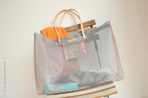 mesh beach bag (via pm-betweenthelines)