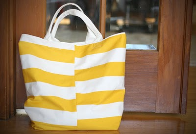 striped beach tote (via sayyestohoboken)