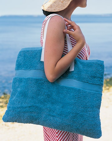 beach towel tote bag (via easilydiy)