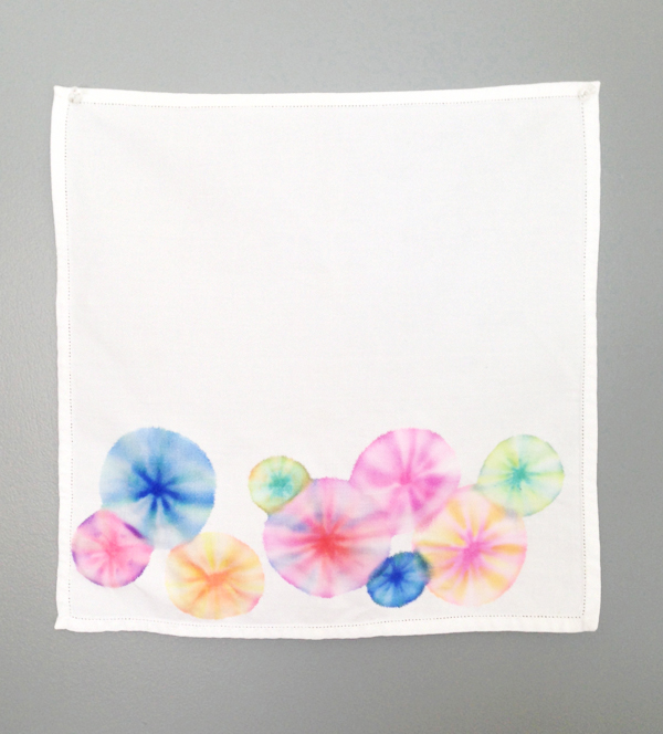 tie dye napkins with markers