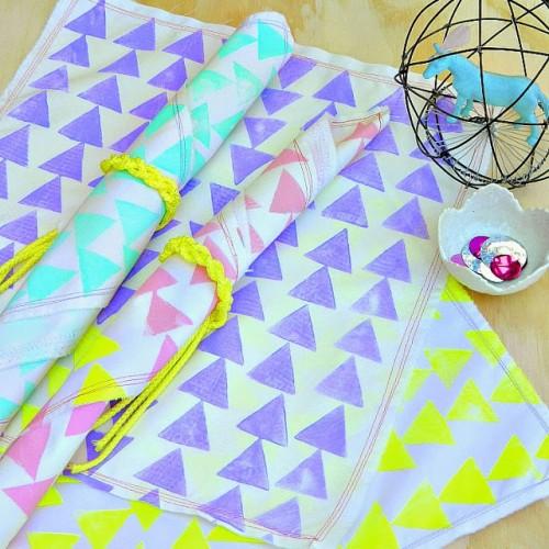 geo stamped napkins (via markmontanoblogs)