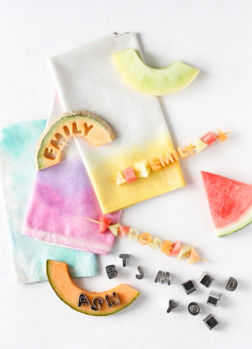 18 Colorful DIY Fabric Napkin Tutorials For This Summer