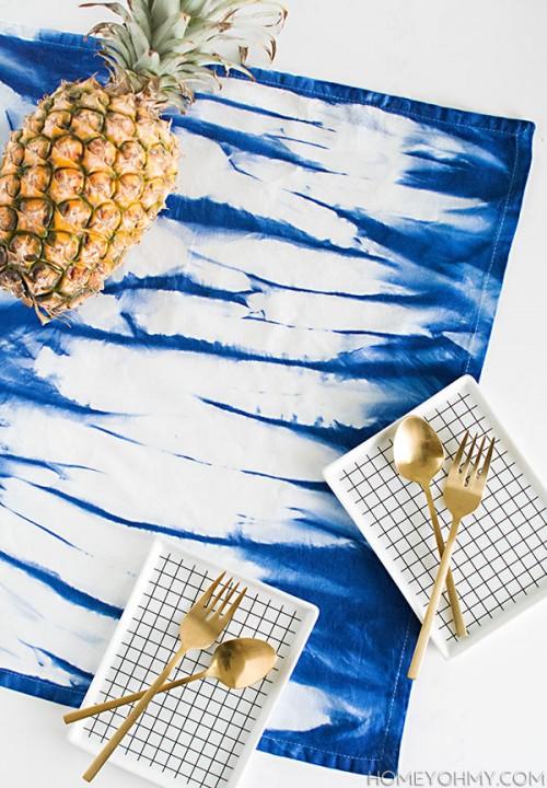 indigo inkodye napkins (via homeyohmy)