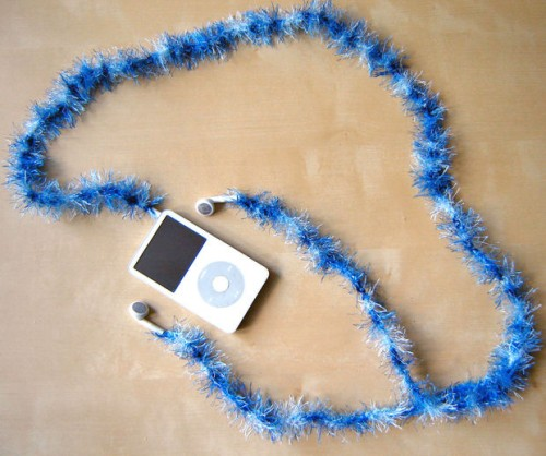 fluffy earphone decor (via instructables)