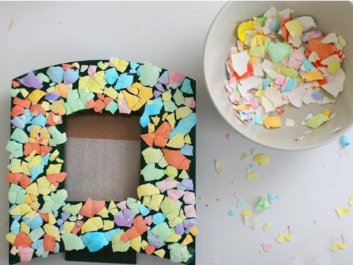eggshell mosaic frame (via momtastic)