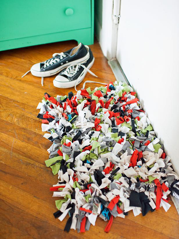 Picture Of colorful diy old t shirt doormat  1