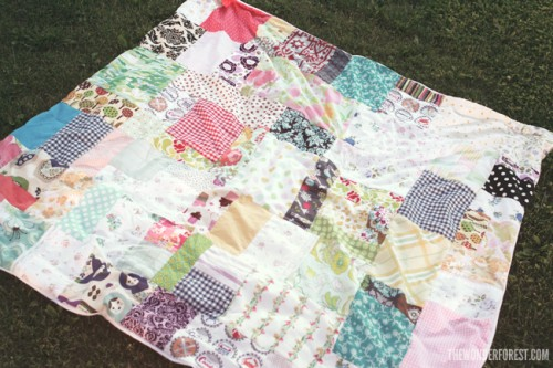 easy patchwork picnic blanket (via thewonderforest)