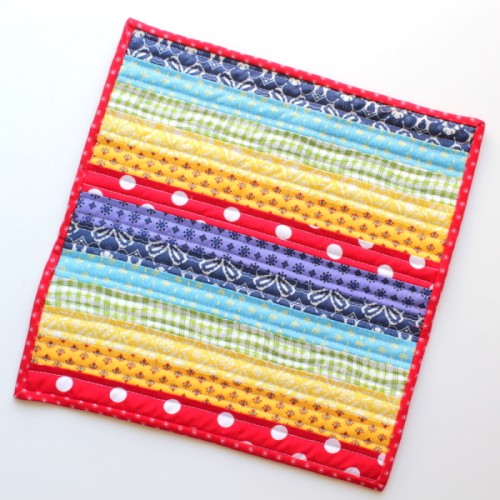 rainbow mini quilt (via thecraftymummy)