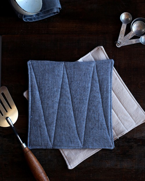 linen potholders (via shelterness)