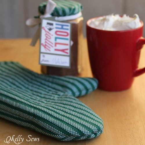 striped potholder (via shelterness)