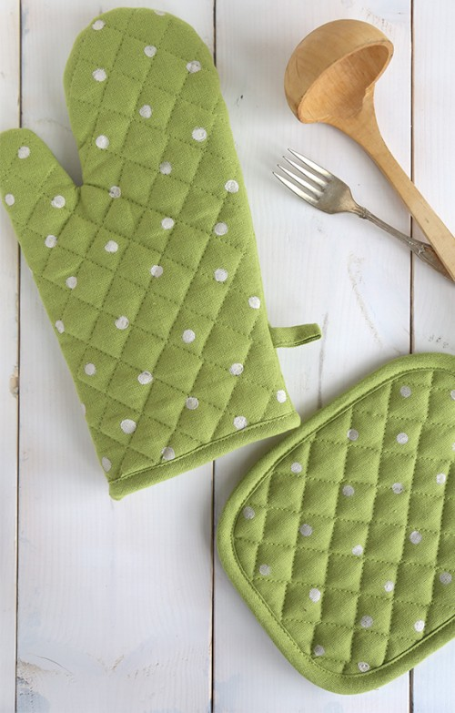 polka dot potholder (via sayyes)