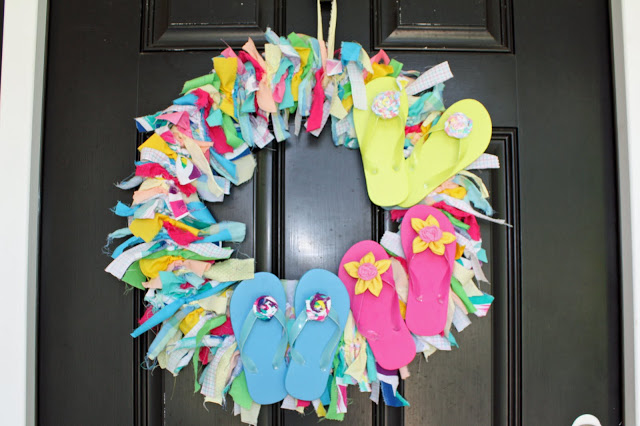 Picture of flipflops wreath for Colorful summer wreaths