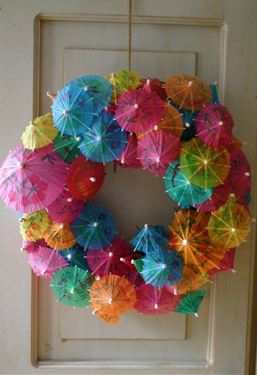 paper umbrella wreath (via cfabbridesigns)