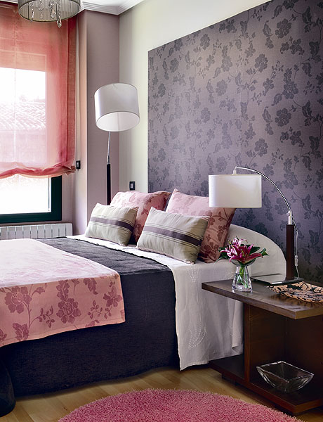 a purple floral statement headboard wall brings color and chic to the space and adds pattern