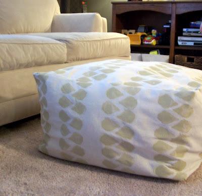 DIY square pouf (via thecre8tiveoutlet)