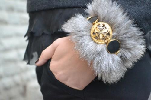faux fur bracelet (via bornineightytwo)