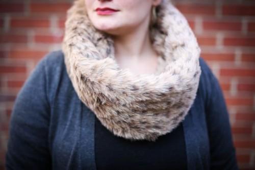 infinity fur scarf (via henryhappened)