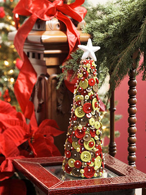 If you have lots of red and green buttons in different sizes lying around then you can turn into an awesome piece of holiday decor. It's perfect to become the table's centerpiece.