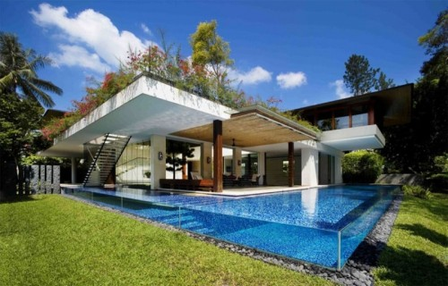 Contemporary Courtyard House Growing From Solid Water