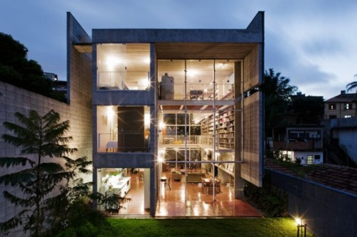 Contemporary House With a Large Library For 7500 Books