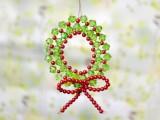 mini beaded wreath (via lc)