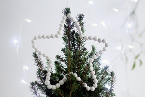 beaded star tree topper (via fallfordiy)