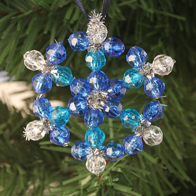 beaded snowflake (via craftpenguin)