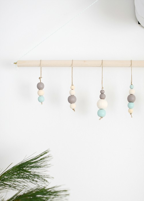 wood bead ornaments (via nalleshouse)