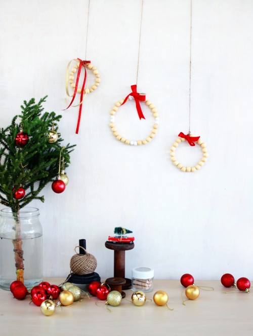 wooden bead wreath (via highwallsblog)