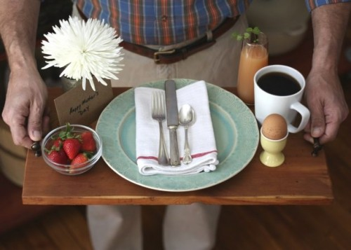 wooden serving tray (via ehow)