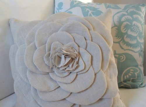 mother's day flower pillow (via huffingtonpost)