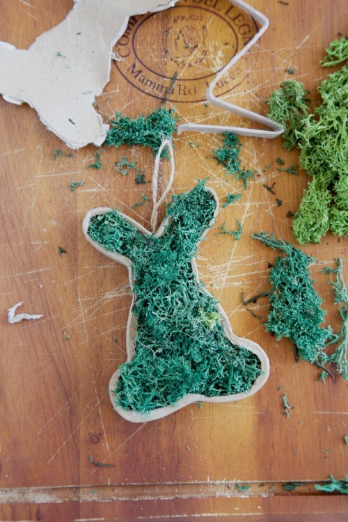 13 Cool And Cute DIY Fresh Moss Crafts For Easter | Shelterness