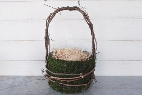 grapevine and moss basket (via themerrythought)