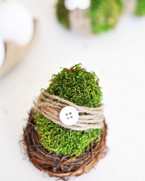 moss covered Easter eggs (via shelterness)
