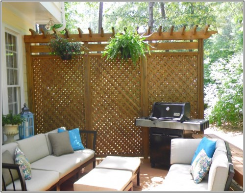 deck privacy screen (via hoopsofly)