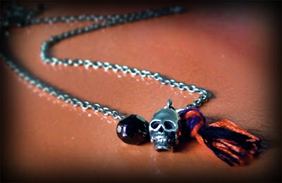 easy skull necklace (via quietlioncreations)