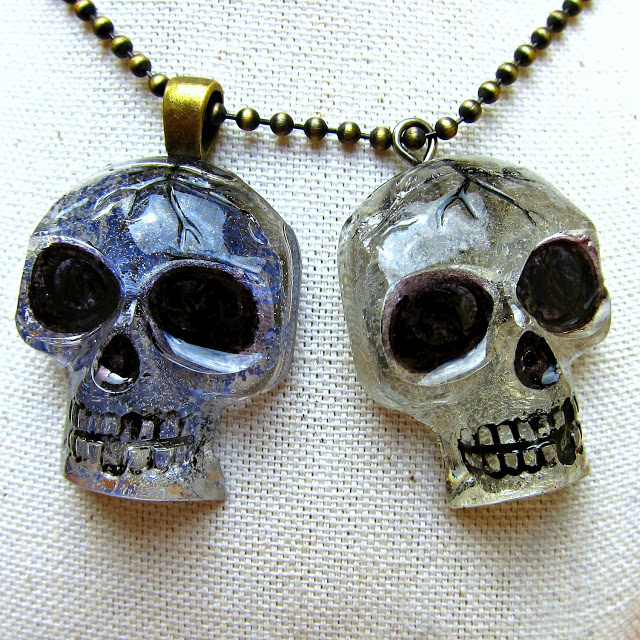 pendant skull with resin