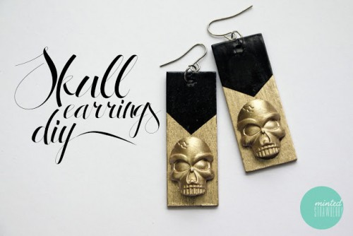 glam skull earrings (via mintedstrawberry)