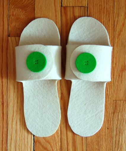 felt slippers with felt buttons (via purlbee)