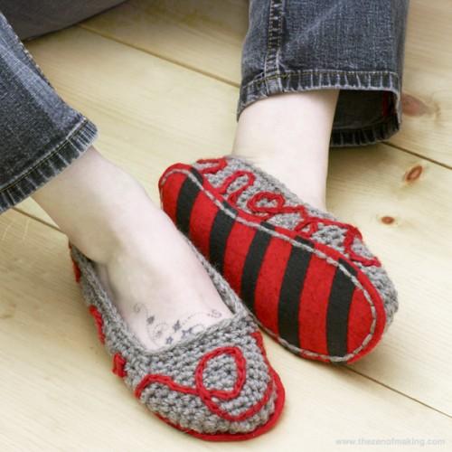 crocheted slippers (via thezenofmaking)