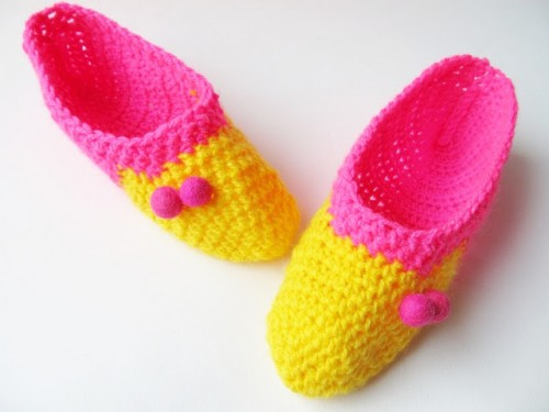 small colorful crochet slippers (via littlethingsblogged)