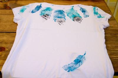 feather print tee
