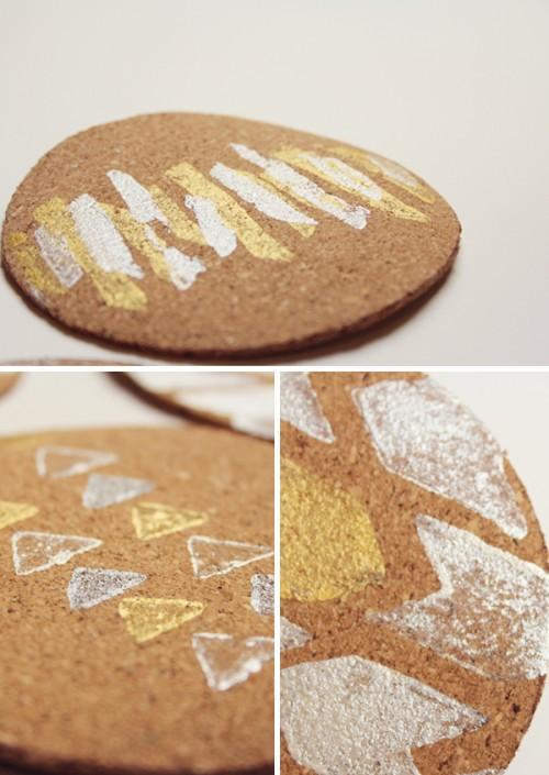 cork stamped coasters (via lovelyindeed)