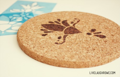 woodburnt cork trivets (via livelaughrowe)
