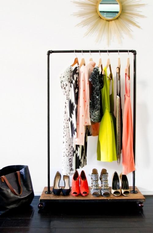 industrial garment rack (via styleoholic)