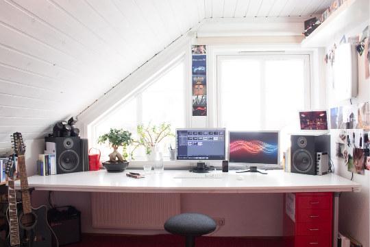 21 Cool Attic Home Office Design Ideas