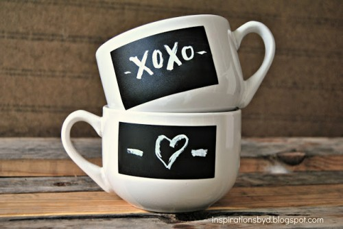 xoxo chalkboard mugs (via inspirationsbyd)