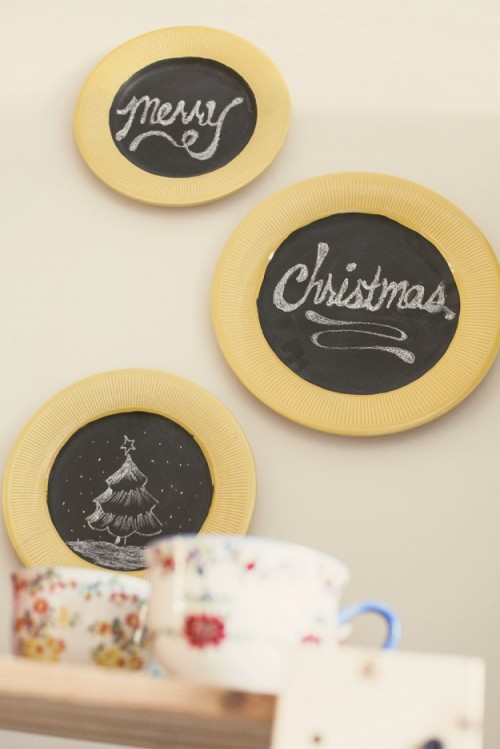 chalkboard wall plates (via shelterness)