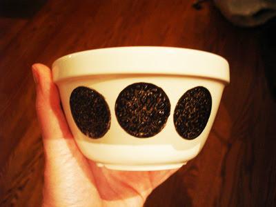 chalkboard bowls (via parscaeli)